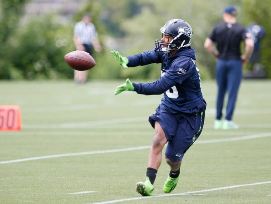 Seahawks receiver Tyler Lockett broke his leg during