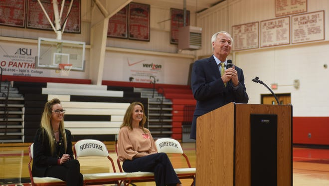 Gov. Asa Hutchinson (standing) talks to Norfork High School students on Tuesday afternoon as (from left) Norfork student body president Kristin Kite and state Sen. Missy Irvin look on.