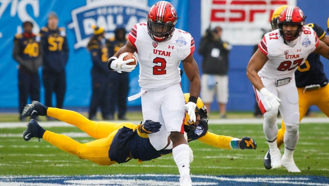 Utah running back Zack Moss breaks free from the West Virginia defense for a 58-yard touchdown in the Heart of Dallas Bowl.