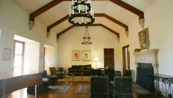 The lobby sitting room is seen at The Willows Historic