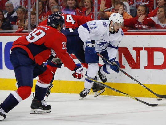 Lightning_Capitals_Hockey_74501.jpg