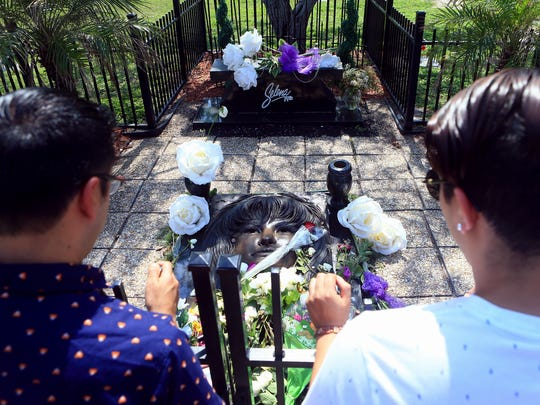Fans pay their respect to Selena Quintanilla Perez