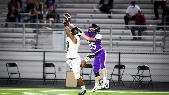 The Anna Coyotes varsity football team took on the Kaufman Lions Sept. 25 at Coyote Stadium but lost the match up 24-21.