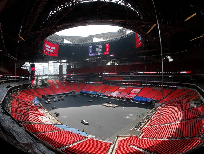 Check out atlanta 39 s new mercedes benz stadium for Inside mercedes benz stadium