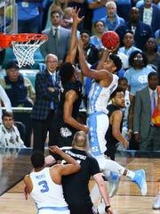 North Carolina Tar Heels forward Isaiah Hicks powers