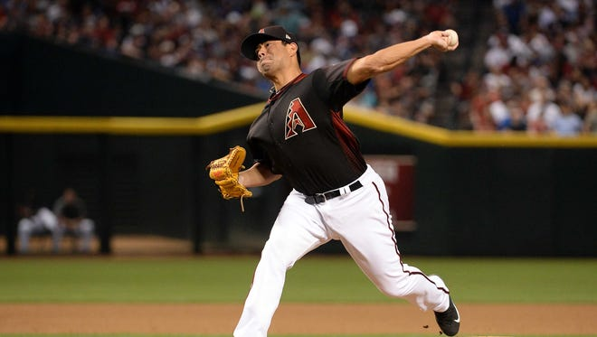 Apr 22, 2017: Arizona Diamondbacks starting pitcher Jorge De La Rosa (29) delivers a pitch in the seventh inning against the Los Angeles Dodgers at Chase Field.