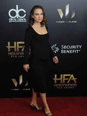 Natalie Portman makes a perfect arrival at the Hollywood Film Awards.