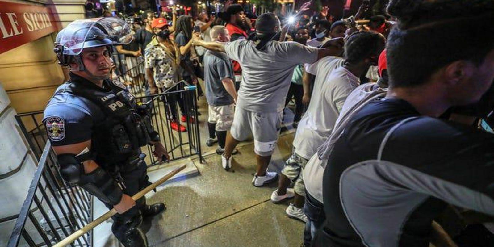 Fact check: BLM protesters in Louisville protected a lone police officer