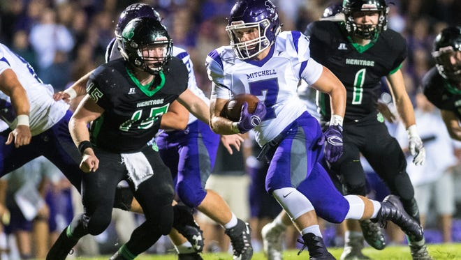 Mitchell's Noah Pitman runs the ball during their game against Mountain Heritage Friday, October 6, 2017.