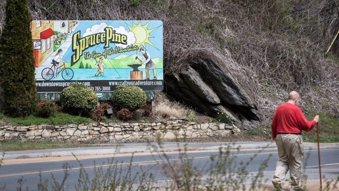 A sign welcoming visitors to the downtown area of Spruce Pine. The town was founded in 1907 when it was a stop along the Clinchfield Railroad helping make it the largest town in the Toe River Valley in the early 20th century. A combination of the decline in the use of railroads to transport goods, as well as modernization of the mining industry contributed to a dwindling of its economy.