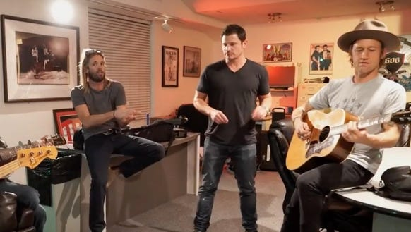 Nick Lachey tries out for the Foo Fighters in a parody