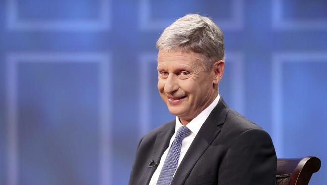 """Libertarian presidential candidate Gary Johnson chats with members of the audience before taping an interview with """"American Forum"""" at the University of Virginia's Miller Center in Charlottesville, Va., on Monday, Oct. 17, 2016."""
