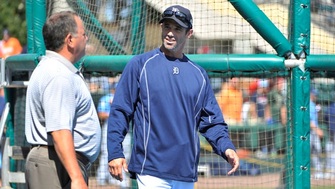 Tigers manager Brad Ausmus, right, talks with vice president and general manager Al Avila.