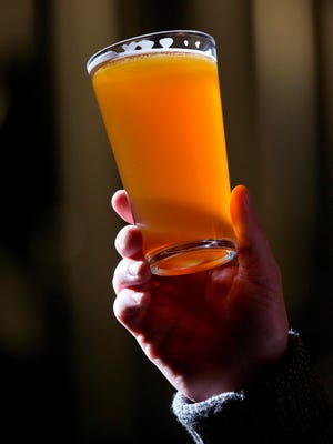 A new federal study shows 1 in 10 deaths of working adults is tied excessive alcohol consumption.