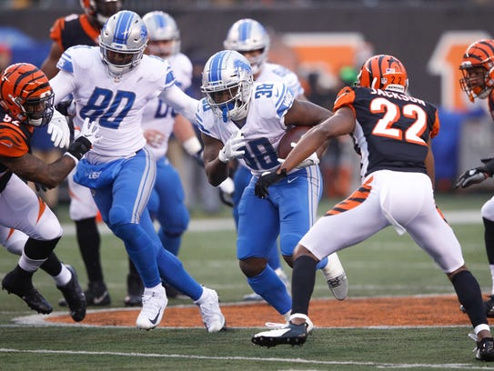 Bengals running back Tion Green runs with the ball