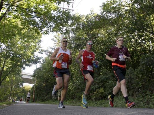 APC Fox Cities Marathon 2451 092015 wag