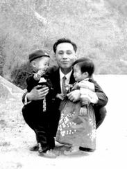 Photo provided by Hwang In-cheol of his father and