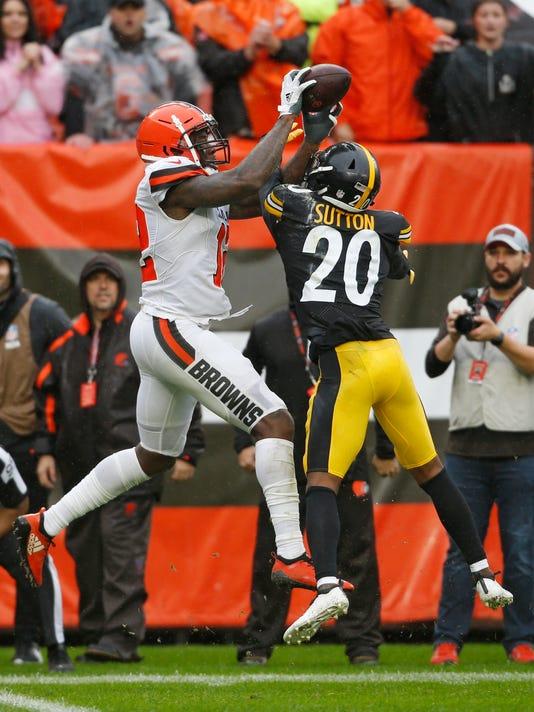 Steelers_Browns_Football_12877.jpg