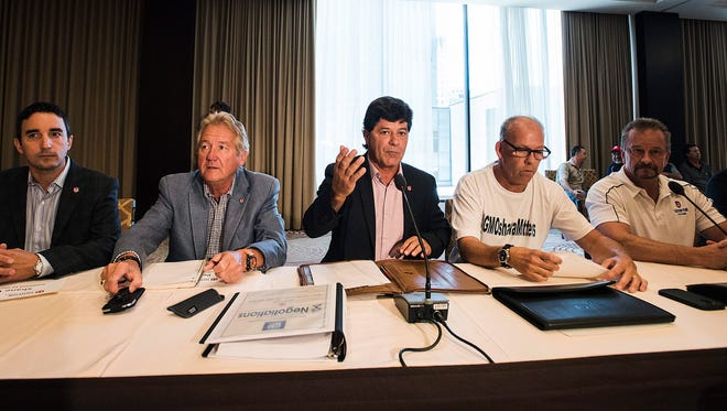Jerry Dias, center, president of Unifor, the Canadian Auto Workers Union meets with General Motors Canada in Toronto Wednesday, Aug. 10, 2016.
