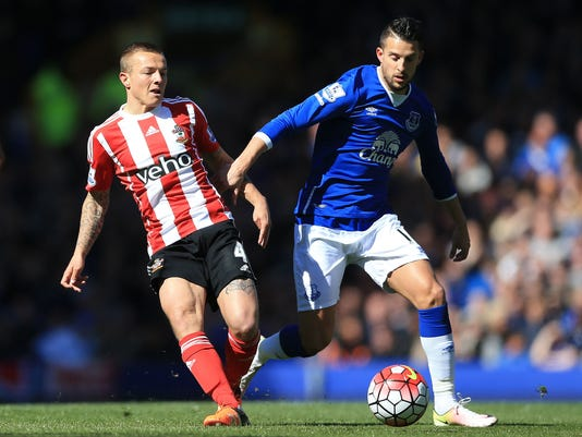 Everton's Kevin Mirallas, right, and Southampton's Jordy Clasie battle for the ball during the English Premier League soccer match at Goodison Park, Liverpool, England, Saturday April 16, 2016. (Nigel French/PA via AP) UNITED KINGDOM OUT
