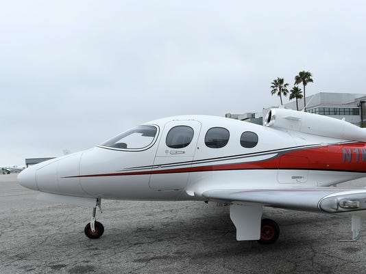 XXX CIRRUS PRIVATE JET231.JPG CA