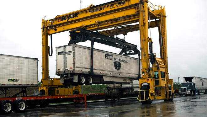 April 11, 2016 - A car is lifted at the Norfolk Southern Corporation intermodal yard in Rossville Monday. Developers of Gateway Global Logistics Center in Marshall County hosted a delegation of Russian businessmen in hopes of gaining investment in manufacturing near the Memphis Regional Intermodal Facility in Rossville. (Yalonda M. James/The Commercial Appeal)