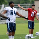 Marcus Mariota adapting to huddle, complex plays with Titans