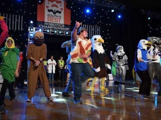 636168960061964448-Mascot-Dance-Off.JPG