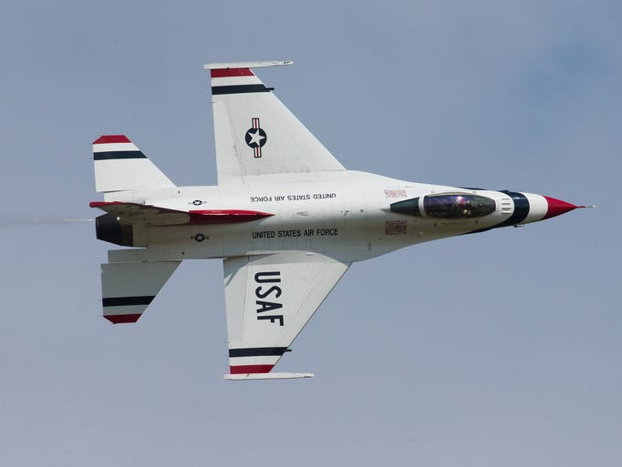 The United States Air Force Thunderbirds closed out the Sunday air show at EAA AirVenture 2014.