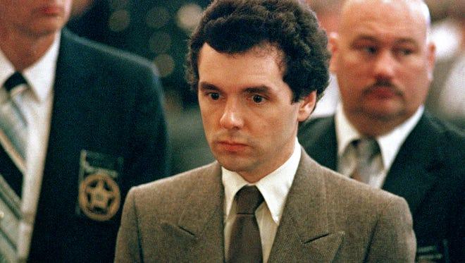 Donald Harvey stands before a judge during sentencing in Cincinnati in 1987.