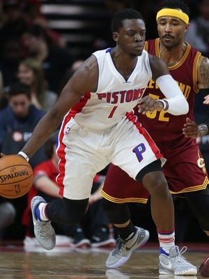 Detroit Pistons guard Reggie Jackson drives against the Cleveland Cavaliers' Mo Williams on Tuesday, Nov. 17, 2015, at the Palace of Auburn Hills.