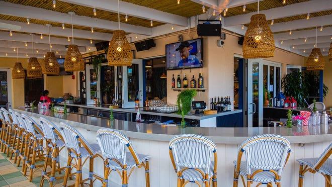 The outdoor bar at Scusi Trattoria in Palm Beach Gardens.