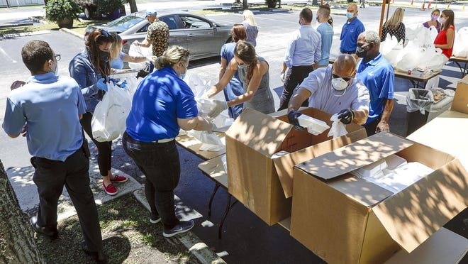 The Four Seasons Palm Beach invited hospital workers, first responders, health care workers, and individuals in the restaurant industry to drive to their location to receive free meals on Friday.