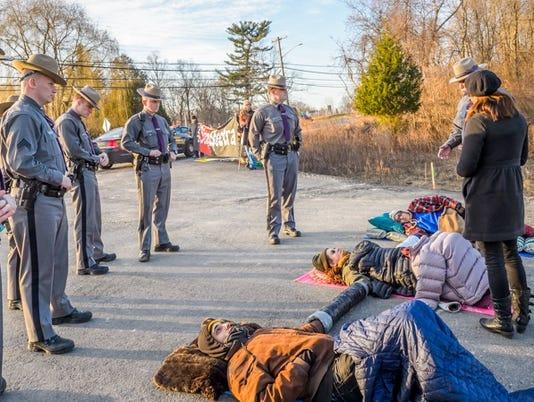 Algonquin-pipeline-protest3.jpg