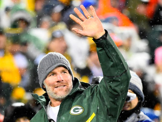 heading to hall of fame brett favre can t shake memories of his usp nfl chicago bears at green bay packers s fbn usa wi