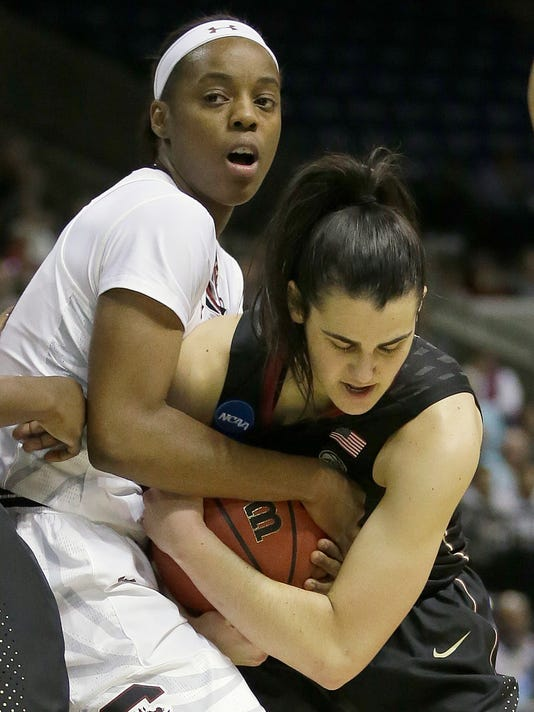 South Carolina Gamecocks Doniyah Cliney, left, and Florida State guard Leticia Romero battle for the ball during the first half of a regional final game of the women's NCAA college basketball tournament, Monday, March 27, 2017, in Stockton, Calif. (AP Photo/Rich Pedroncelli)