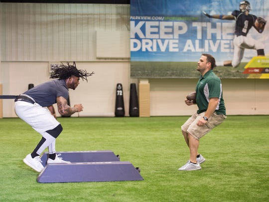 Notre Dame linebacker Jaylon Smith works with Bryan