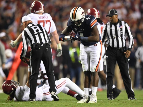 Auburn Tigers linebacker Jeff Holland (4) reacts after