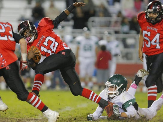 Seaside's Keishawn Robinson gets away from Alisal's