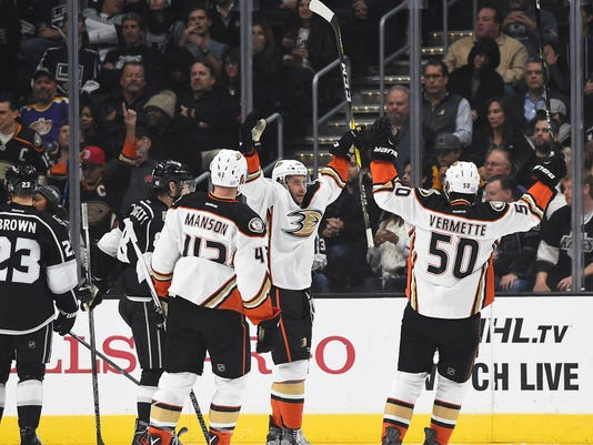 hot sale online 7e44f b67cd Rickard Rakell returns to lead Ducks' rout of Kings