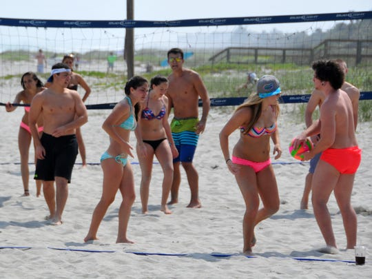 Students On Spring Break Play Volleyball At Cocoa Beach Fla Photo Malcom Drk Florida Today
