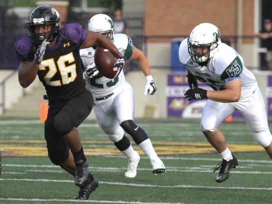 Ashland University tailback Vance Settlemire breaks