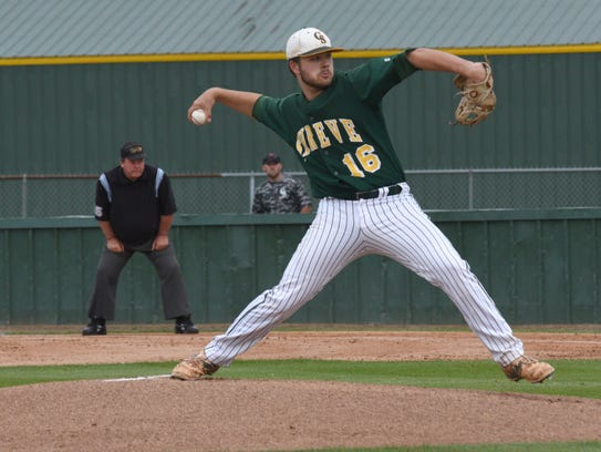 Captain Shreve's Reid DuBois pitches in their first-round