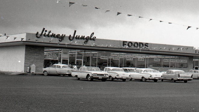 The Jitney Jungle at Westwood Shopping Center when it opened in late February 1960.