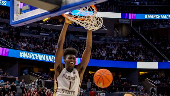 Jonathan Isaac dunks a ball during the second half of FSU's 86-80 win over FGCU.