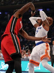 Knicks small forward Carmelo Anthony (7) grabs a rebound