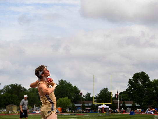 Jett Kinder, a Brentwood sophomore competes in the