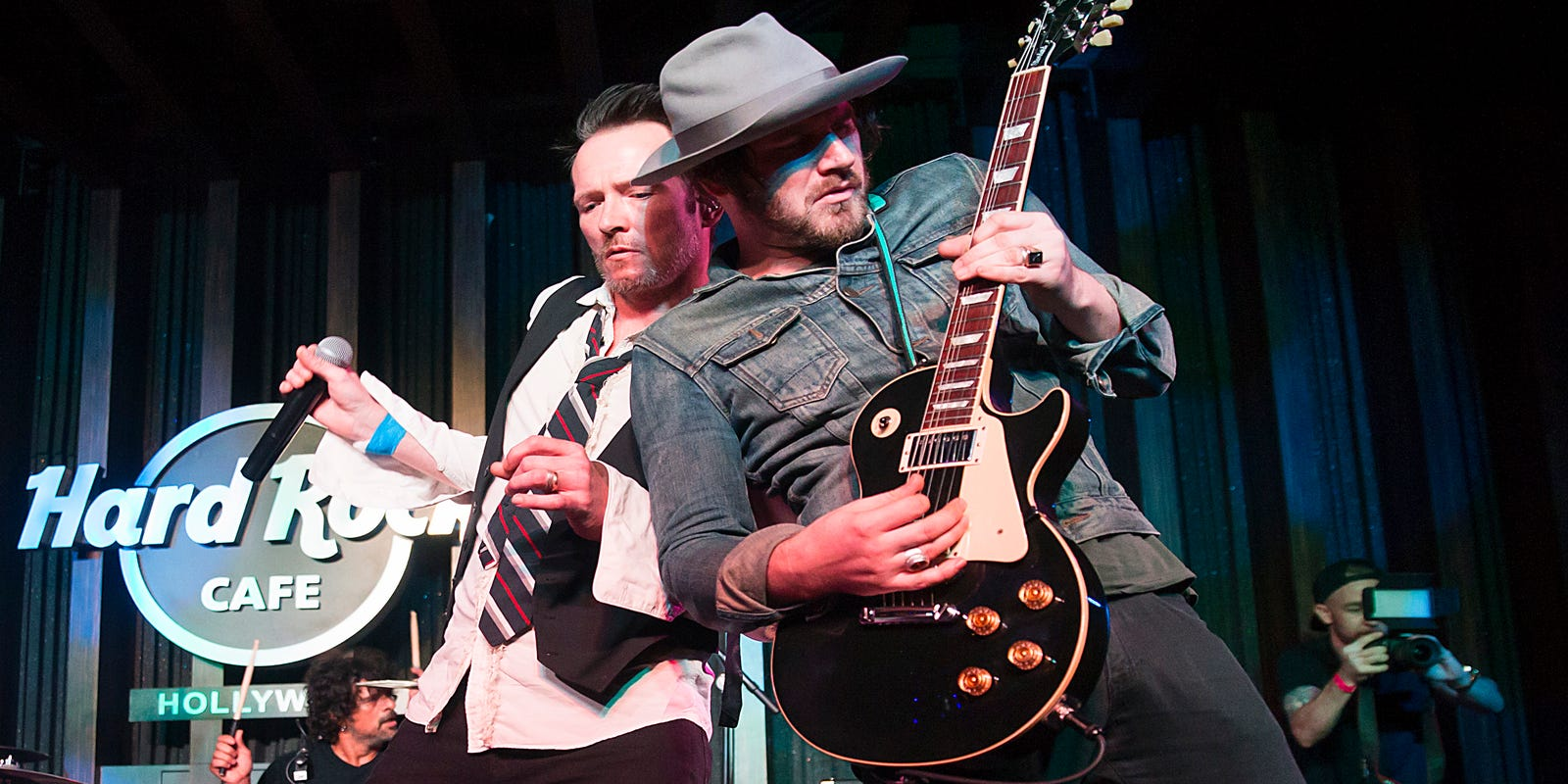 Jeremy Brown Scott Weiland The Wildabouts Guitarist Dies At 34 Radio Wave Diagram Http Hollywoodbollywood Co In Hoadmin
