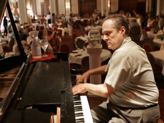 Bill Wesloski plays piano for the last time on Aug. 5, 2005 at the Younkers Tea Room.