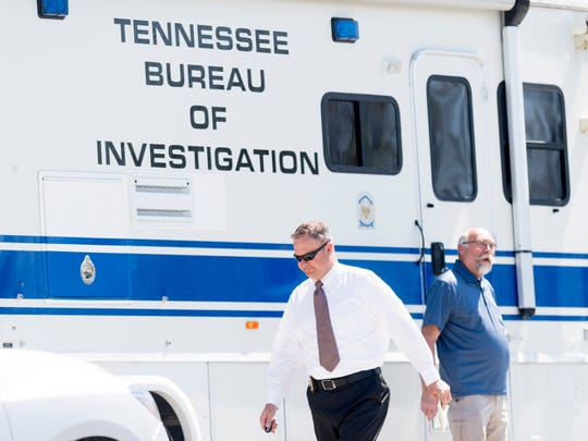 Agents arrive at the scene of a raid by the Tennessee Bureau of Investigation at the Claiborne County Justice Center in New Tazewell, Tennessee on Tuesday, May 1, 2018.